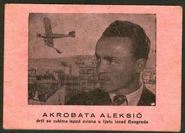 Stara Karton Reklama AKROBATA ALEKSIĆ Drži Se Zubima Ispod Aviona U Letu Iznad Beograd Serbia - Advertising