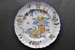 ASSIETTE FANTAISIE AUX FLEURS - Ceramics & Pottery