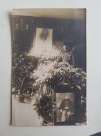 Photo/CP D'un Militaire/soldat Belge Se Recueillant Devant L'autel D'un Ami Décédé (Gelasse Burton) - Belgique - Tombe - Guerre, Militaire
