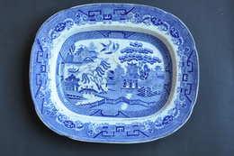 VIEUX PLAT RECTANGULAIRE AU DECOR JAPON - Staffordshire
