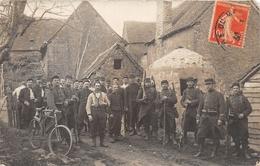 ¤¤  -  CHAMPAGNE  -  Carte-Photo De Militaire Dans Une Cour De Ferme   -  Voir Le Texte Au Dos   -   ¤¤ - Francia