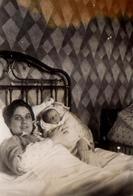 Photo Originale Maman & Le Bébé Roland De 4 Jours à Neuves-Maisons (54230) Le 02.03.1940 - Personnes Identifiées