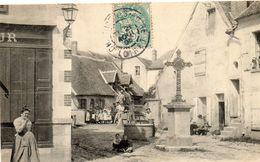- CHATILLON Sur Loire - Carrefour Ste Anne (bien Animée, Puits, Calvaire)  -14731- - Chatillon Sur Loire
