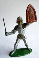 Figurine CYRNOS MOYEN AGE MA03 CHEVALIER BRANDISSANT EPEE ECU Dauphins Lys 60's Pas Starlux Clairet - Starlux