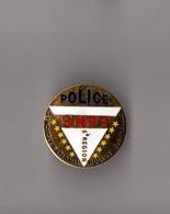 Pin's Police / SNPT Syndicat National Des Policiers En Tenue - 6ème Région (EGF Doré) Diamètre: 2,7 Cm - Police