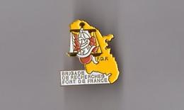 Pin's Police / Brigade De Recherche De Fort De France FDR (doré) Hauteur: 2,8 Cm - Police