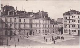 F69-047 LYON - ECOLE DU SERVICE DE SANTE MILITAIRE - COUR INTERIEURE - Lyon
