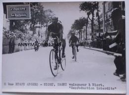 PHOTO - CYCLISME- CICLISMO-TOUR DE FRANCE 1950 - ETAPE ANGERS - NIORT - MAGNI VAINQUEUR D' ETAPE - Cycling