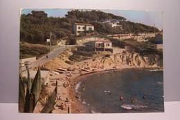 SANARY - SUR - MER  -  La  Plage De Beaucours    - ( Pas De Reflet Sur L'original ) - Sanary-sur-Mer