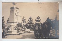 RT31.612  CHERBOURG.MANCHE CARTE-PHOTO.MONUMENT AUX MORTS .DEPOT DE GERBES.MILITAIRES. - Monumenti Ai Caduti