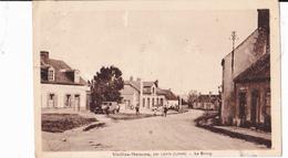 VIEILLES MAISONS PAR LORRIS  -  LE BOURG - France