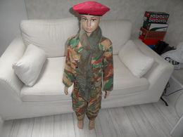 Mannequin Enfant Parachutiste 2ème Rpima Avec Tenue Camouflée Fabriquée Dans Une Toile De Tente,indochine,algérie. - Uniforms