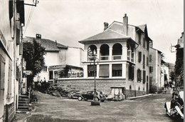 66. CPSM. LA TOUR DE CAROL.  La Place, Hotel Puic, Voiture Citroen Traction. 1961. - Autres Communes