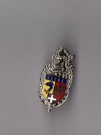 Pin's Police / Insigne Légion De Gendarmerie De Rhone Alpes De Lyon - Bron (argenté - Hauteur: 2.9 Cm) - Police