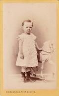CDV D'un Enfant Avec Son Cheval Jouet Par Boissonas Genève Suisse - Personnes Anonymes