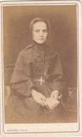 CDV D'une Femme Religieuse Par A. Vidal Congregation Des Soeurs De Saint Charles De Lyon - Personnes Anonymes
