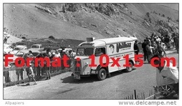 Reproduction D'une Photographie D'un Véhicule Publicitaire Pour Vaillant Au Tour De France De 1962 - Repro's