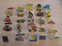A Prix Cassé !!! LOT19-037 De 25 Pin's En Très Bon état , Tous Différents , Avec Leurs Attaches - Badges