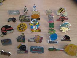 A Prix Cassé !!! LOT19-040 De 25 Pin's En Très Bon état , Tous Différents , Avec Leurs Attaches - Badges