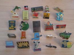 A Prix Cassé !!! LOT19-069 De 25 Pin's En Très Bon état , Tous Différents , Avec Leurs Attaches - Loten