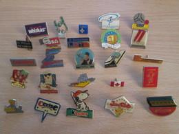 A Prix Cassé !!! LOT19-064 De 25 Pin's En Très Bon état , Tous Différents , Avec Leurs Attaches - Badges