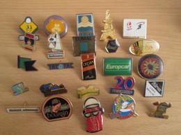 A Prix Cassé !!! LOT19-060 De 25 Pin's En Très Bon état , Tous Différents , Avec Leurs Attaches - Badges
