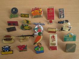 A Prix Cassé !!! LOT19-061 De 25 Pin's En Très Bon état , Tous Différents , Avec Leurs Attaches - Badges