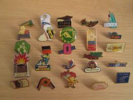 A Prix Cassé !!! LOT19-062 De 25 Pin's En Très Bon état , Tous Différents , Avec Leurs Attaches - Badges