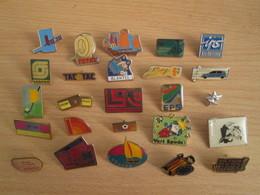 A Prix Cassé !!! LOT19-057 De 25 Pin's En Très Bon état , Tous Différents , Avec Leurs Attaches - Badges