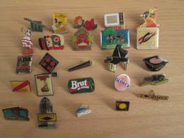 A Prix Cassé !!! LOT19-053 De 25 Pin's En Très Bon état , Tous Différents , Avec Leurs Attaches - Badges