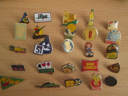 A Prix Cassé !!! LOT19-055 De 25 Pin's En Très Bon état , Tous Différents , Avec Leurs Attaches - Badges