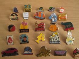 A Prix Cassé !!! LOT19-054 De 25 Pin's En Très Bon état , Tous Différents , Avec Leurs Attaches - Badges