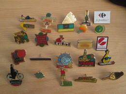 A Prix Cassé !!! LOT19-048 De 25 Pin's En Très Bon état , Tous Différents , Avec Leurs Attaches - Badges