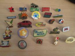 A Prix Cassé !!! LOT19-051 De 25 Pin's En Très Bon état , Tous Différents , Avec Leurs Attaches - Badges