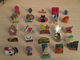 A Prix Cassé !!! LOT19-073 De 25 Pin's En Très Bon état , Tous Différents , Avec Leurs Attaches - Badges