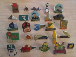 A Prix Cassé !!! LOT19-074 De 25 Pin's En Très Bon état , Tous Différents , Avec Leurs Attaches - Badges