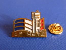Pin's Commissariat De Police Ou Sapeurs Pompiers De Metz - CP (KB57) - Police