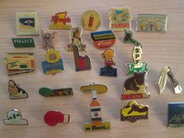 A Prix Cassé !!! LOT19-072 De 25 Pin's En Très Bon état , Tous Différents , Avec Leurs Attaches - Badges