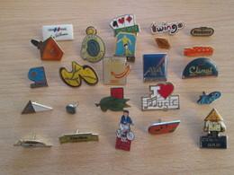 A Prix Cassé !!! LOT19-077 De 25 Pin's En Très Bon état , Tous Différents , Avec Leurs Attaches - Badges