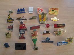 A Prix Cassé !!! LOT19-076 De 25 Pin's En Très Bon état , Tous Différents , Avec Leurs Attaches - Badges