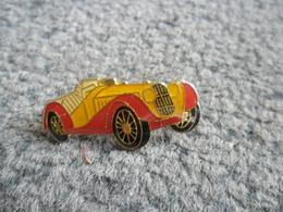 PIN'S AUTOMOBILE VINTAGE @ 32 Mm X 17 Mm - Badges
