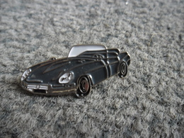 PIN'S AUTOMOBILE COUPE CABRIOLET SPORT GRIS @ 30 Mm X 14 Mm - Badges