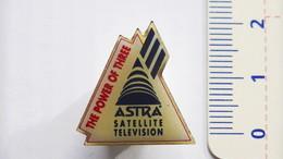 PIN'S SATELLITE ASTRA - Raumfahrt