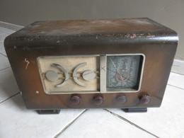 Ancien Poste Radio à Lampes - Equipment