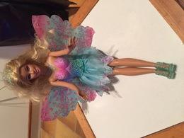 Poupée Barbie . 3  Tenues Différentes - Barbie