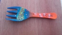 Aimant De Frigo Fourchette Souvenir  Sicilia - Magnets
