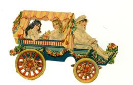 CHROMO .DECOUPI...  ANCIEN...ENFANTS DANS UNE ANCIENNE AUTOMOBILE FLEURIE - Découpis