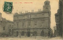 13 - Arles - L' Hôtel De Ville (Cliché Pas Courant) - Arles
