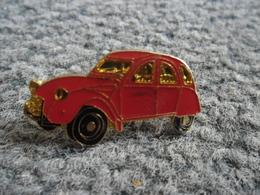 PIN'S AUTOMOBILE CITROEN 2 CV Rouge @ 30 Mm X 17 Mm - Citroën