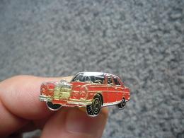 PIN'S AUTOMOBILE MERCEDES BENZ W 108 Style 280 SE De 1972 @ 26 Mm X 13 Mm - Mercedes